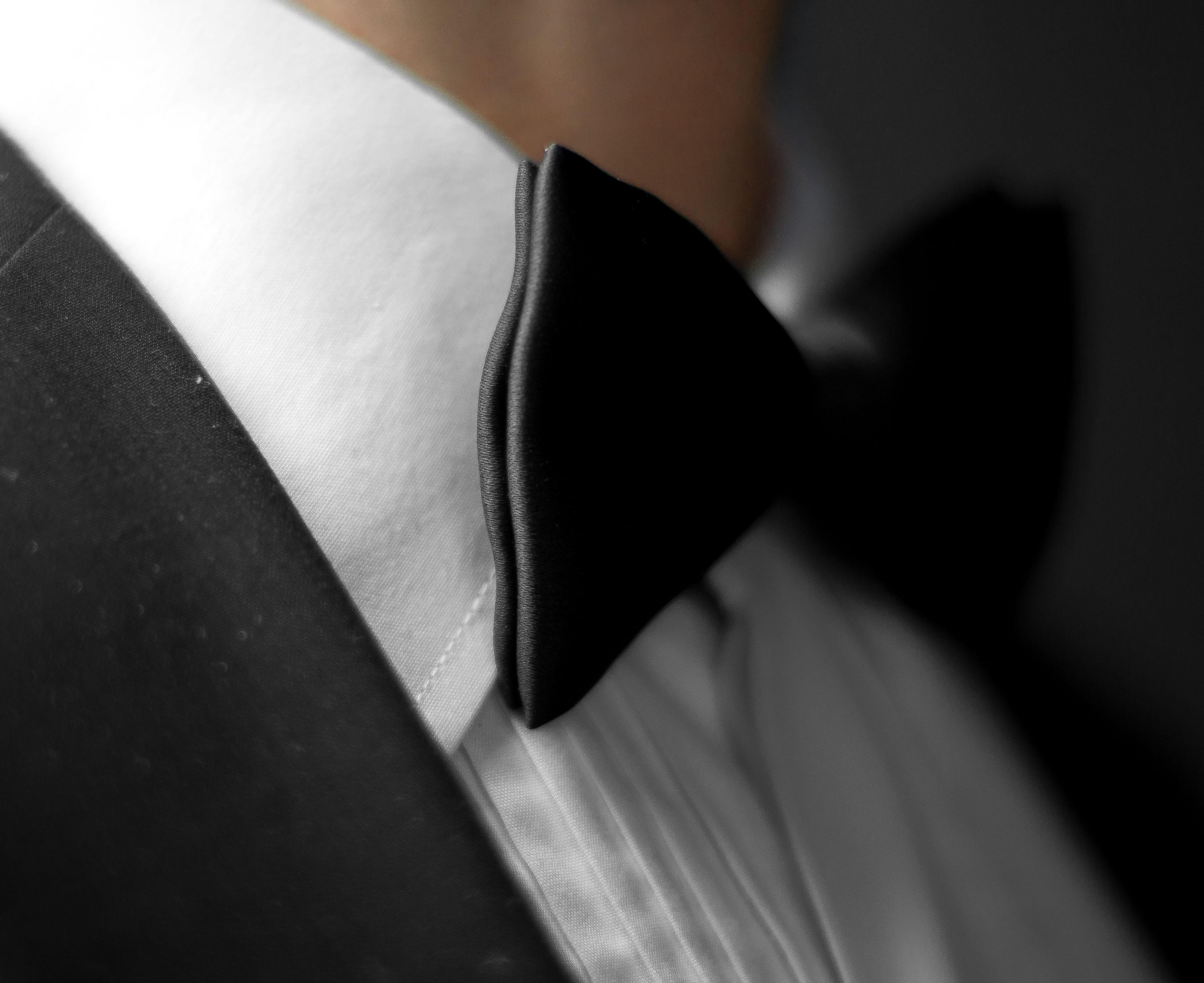 A bow tie.